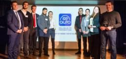 Remise du Trophée par IRP auto aux représentants des jeunes du GARAC